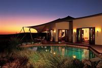Al Maha Desert Resort, un campamento beduino de lujo