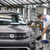 Volkswagen Navarra arranca motores tras seis semanas de parón: así es la producción de coches poscoronavirus
