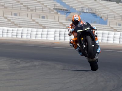 """Casey Stoner ya ha probado la Ducati Panigale V4: """"Es una moto de calle, pero ¡me ha sorprendido!"""""""