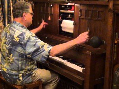 Pero qué demonios es el instrumento que toca el hombre de este vídeo