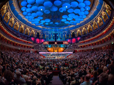 De concierto en el Royal Albert Hall y de sesión en la disco, todo a la vez y sin levantarte del sofá