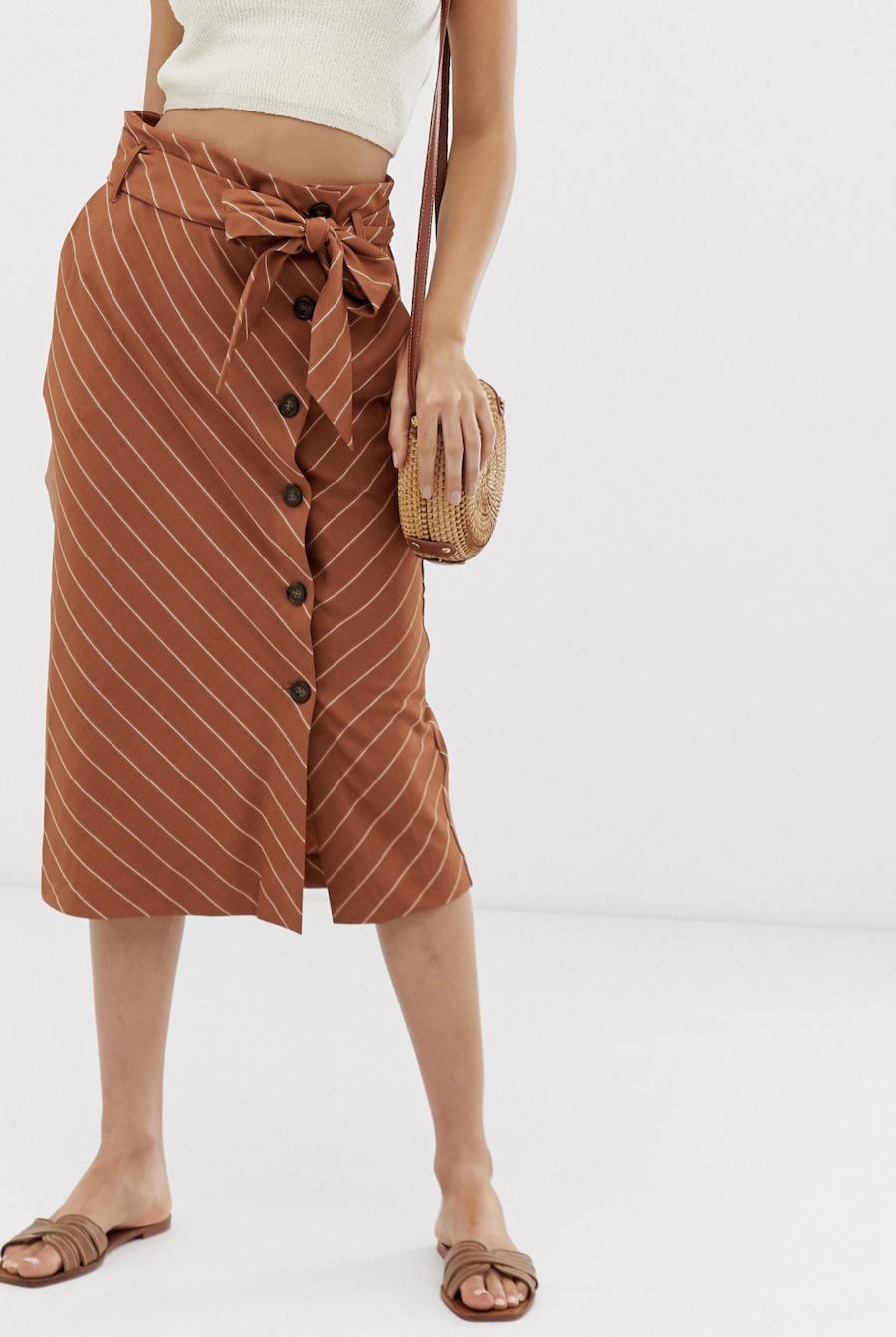 Falda midi de lino a rayas de Warehouse