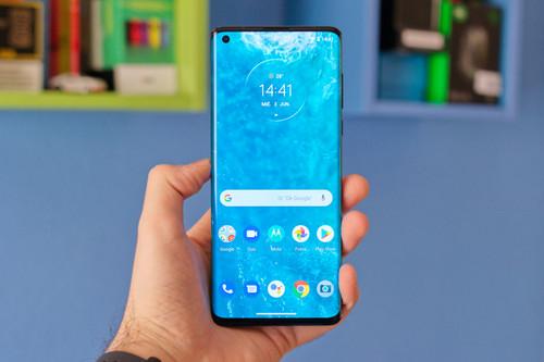 Motorola Edge, primeras impresiones: la pantalla curva (a su manera) y los 90 Hz le sientan bien al nuevo gama media premium