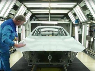 Aplicar la pintura más cara de BMW es extremadamente complejo, y este vídeo lo demuestra