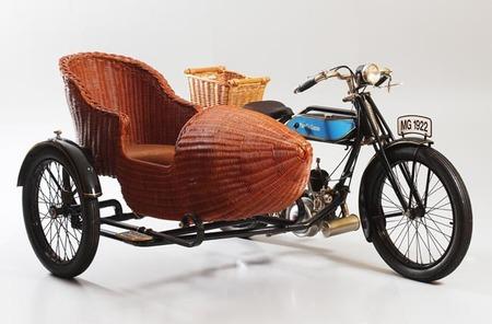 Exposición Motos históricas. Cien años sobre ruedas en Pontevedra