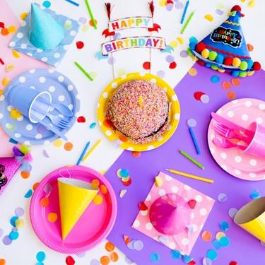 """Una niña de nueve años crea y dona """"cajas de cumpleaños"""", para los niños cuyas familias no pueden costearse una fiesta"""