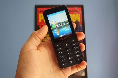 Alcatel 3078 en México: así es usar Whatsapp, Facebook, YouTube y Maps en un feature phone en pleno 2020