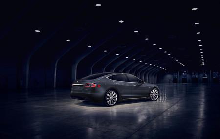 Los Tesla con Hardware 2 fabricados desde octubre ya tienen Autosteer, pero limitado a 72 km/h