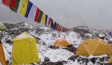 Así se ve una de las avalanchas en el Everest desde dentro: increíble