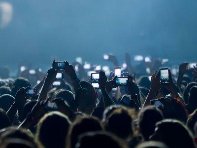 Diógenes digitales: ¿para qué sacamos tantas fotos y vídeos cuando difícilmente los revisitamos?
