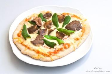 Pizza de setas de cardo y pimientos de Guernica