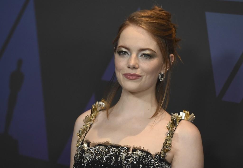 Siete peinados de Emma Stone que te querrás pedir para estas navidades