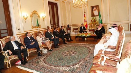 maria luisa poncela look falda arabia saudi protocolo vestimenta