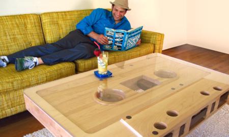 Una mesa casete para los nostálgicos de las cintas