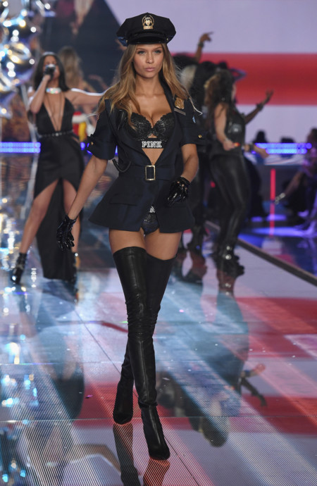 Fashion Show Runway 2015 Pink Usa Josephine Look 10 Victorias Secret Hi Res