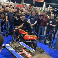 ¡Purasangres de dos tiempos! Así de bestias suenan las motos de Barry Sheene restauradas por Suzuki