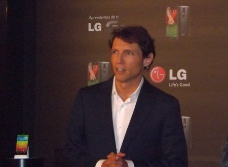 Oscar Rodriguez presenta el nuevo smartphone LG G2