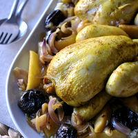 Picantones al curry con manzana, ciruelas y miel en Crock Pot. Receta con aires exóticos