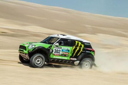 Stéphane Peterhansel y David Casteu dominan el Dakar en su primera semana