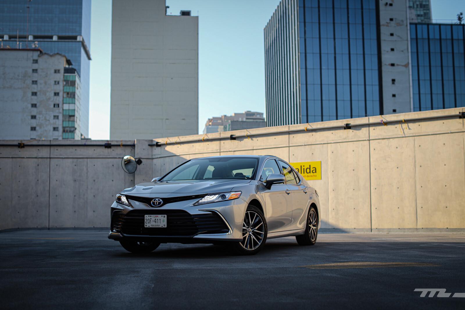 Foto de Toyota Camry Hybrid 2021 (1/38)