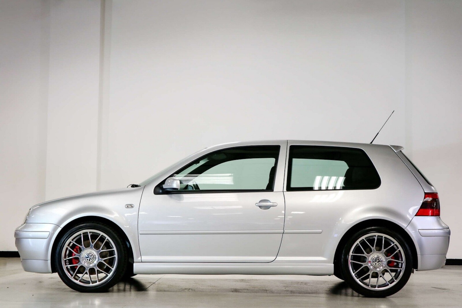Foto de Volkswagen GTI MK4 25 aniversario a subasta (3/20)