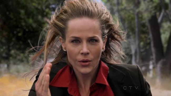 Julie Benz en No Ordinary Family
