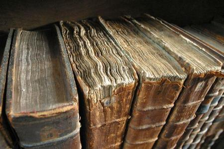 1024px-old_book_bindings.jpg