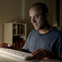 Intenso tráiler de 'El autor': Javier Gutiérrez quiere probar que tiene huevos para ser escritor