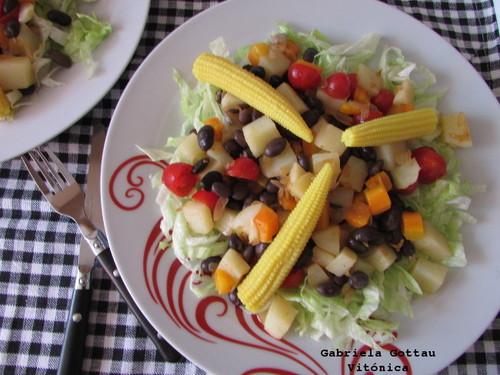 Ensalada templada de judías negras y patata. Receta saludable