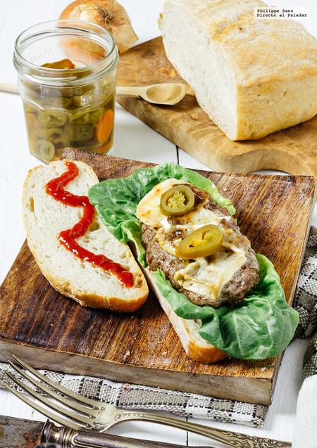 Sándwich de carne de res con queso de cabra. Receta fácil