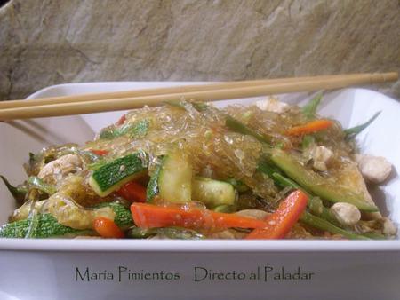 Wok de hortalizas y pollo con fideos de soja. Receta