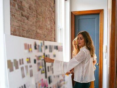 Una imagen (o dos) vale más que mil palabras: así son las primeras prendas de la firma Olivia Palermo Collection