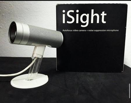 La icónica webcam iSight, de 2003. Imagen: Gael Iglesias (MrAppleCollector).