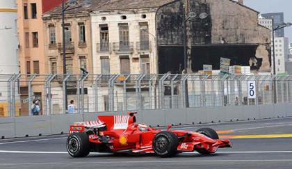 Raikkonen por delante de Fernando Alonso