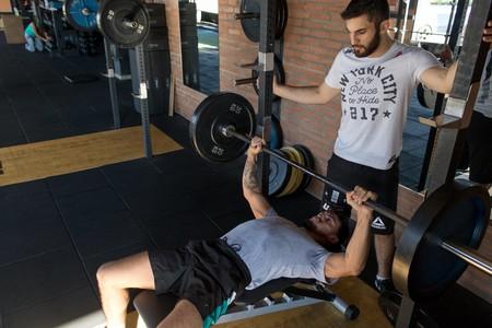Rutina de entrenamiento de tres días para novatos en el gimnasio