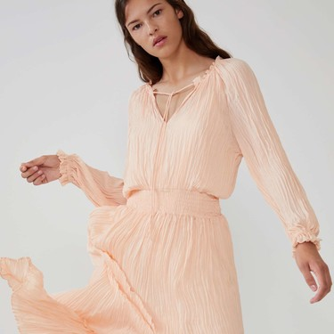 Siete vestidos arrugados de la nueva colección de Zara para meter en la maleta sin sufrir