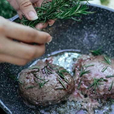Tip experto: cómo parrillar carne de hamburguesa de manera fácil y como todo un profesional