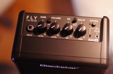Captura de los controles y conexiones del Blackstar Fly