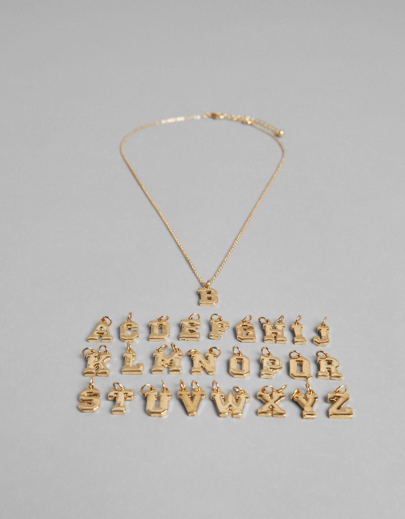 Colgante DIY con letras góticas