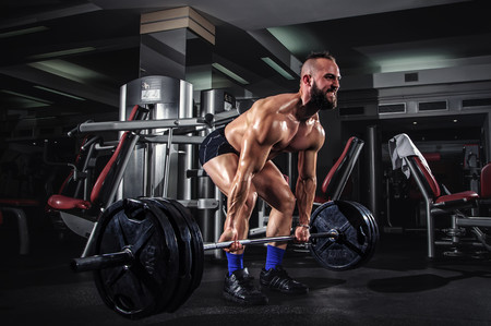 Peso muerto o hip thrust: ¿qué ejercicio activa más tu cadena posterior?