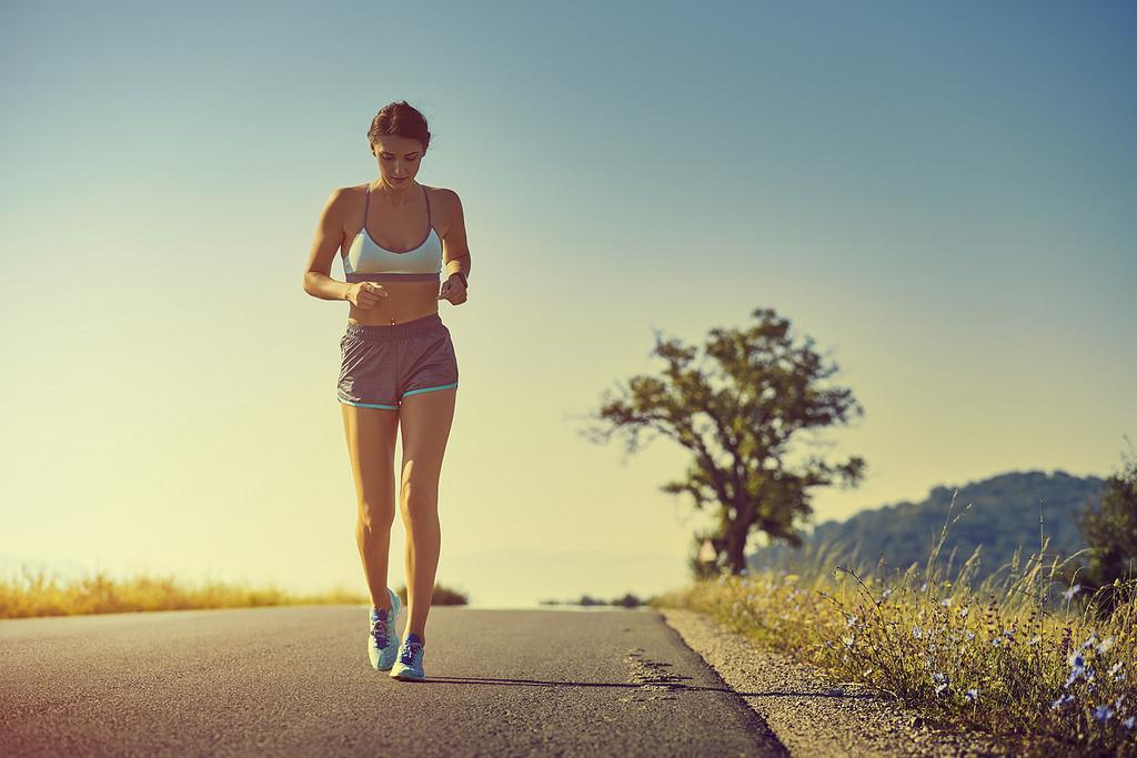 Esto es lo que ocurre en tu cuerpo cuando entrenas con mucho calor (y así puedes modificar tu entrenamiento de running en verano)
