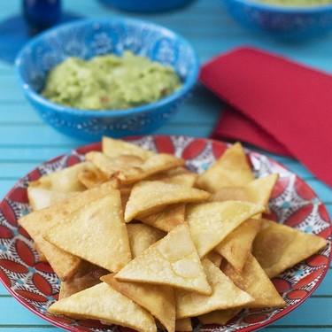 Cómo hacer totopos o nachos caseros. Receta mexicana