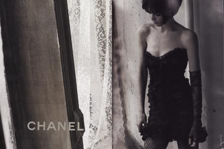 Claudia Schiffer protagonista de la nueva campaña de Chanel