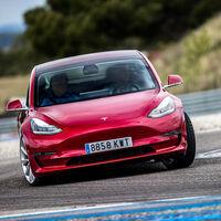 El Tesla Model 3 se corona como el coche eléctrico más vendido del mundo en 2020... pero ojo con el Renault ZOE