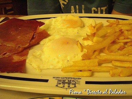 Huevos con patatas y jamón