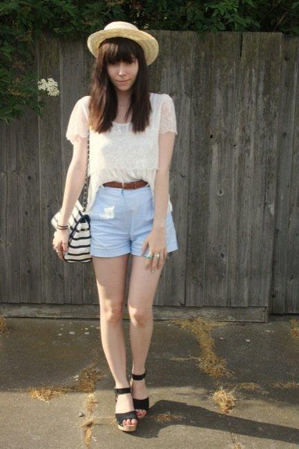 El encaje está de moda este verano 2010: cómpralo en Zara o Mango y aprende con los looks de calle VI