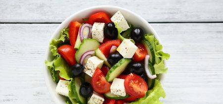 Sabrosa, saludable y fresquita: receta de ensalada griega para aliviar el calor del verano