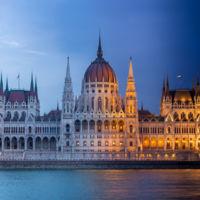 Dos Budapest, uno de día y otro de noche, y este impresionante timelapse ha logrado unirlos