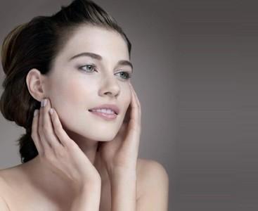 Todo sobre el maquillaje para pieles sensibles en nuestro Espacio Belleza Avène