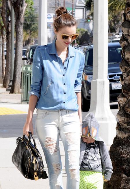 ¿Cuáles son los jeans rotos que molan? Las famosas los escogen para su street style